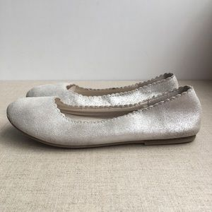 GAP Girl US 2 EU 32 Silver Leather Scalloped Flats